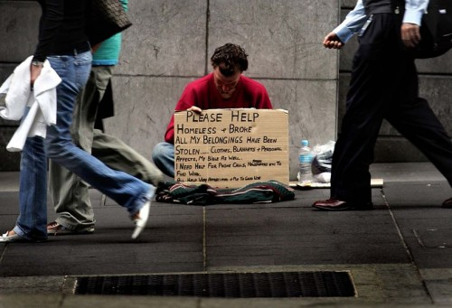 Homeless-man-ignored-Should-Christians-give-to-the-poor-e1352977434256 Should Christians Give to The Poor?
